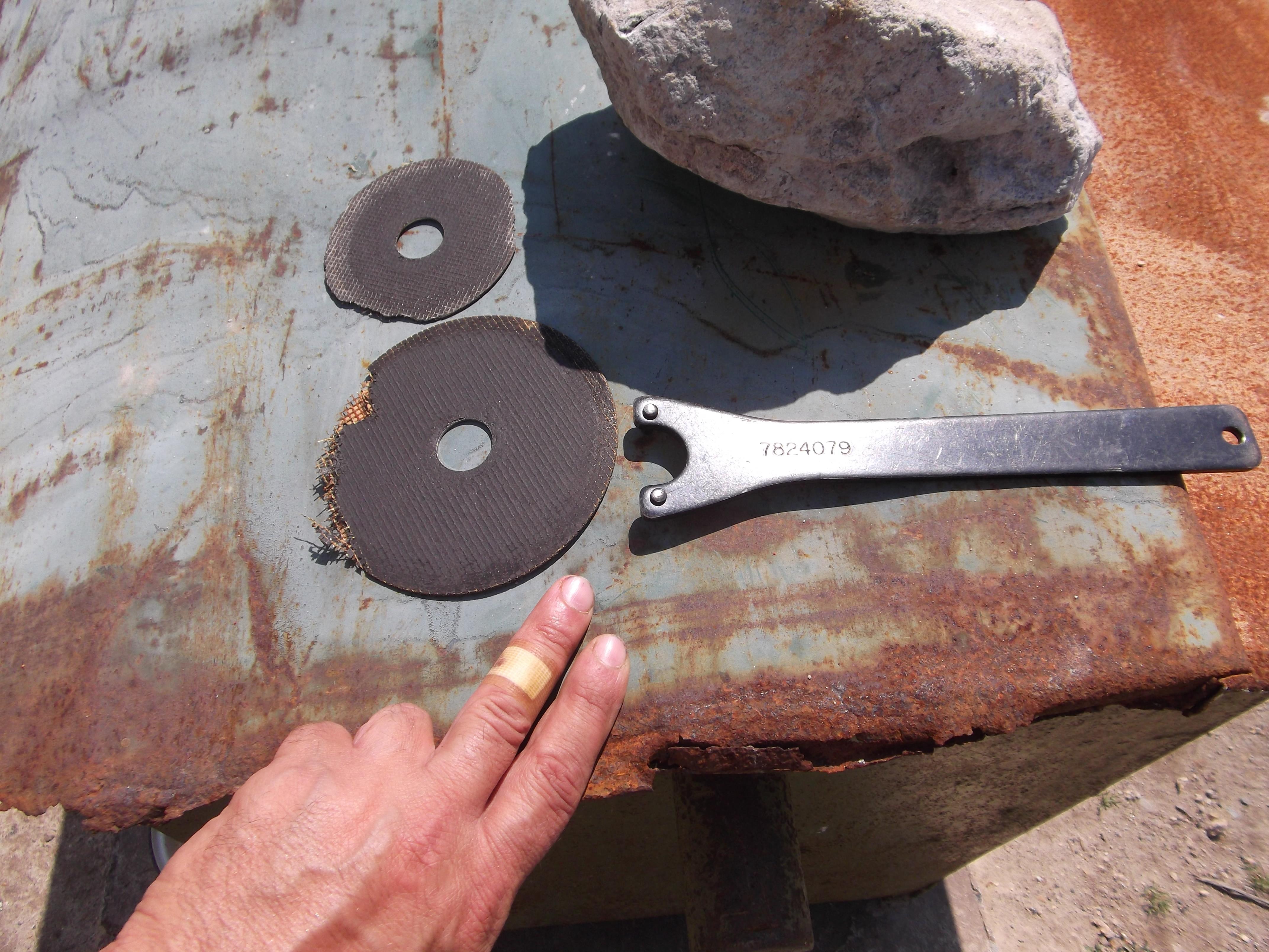 Фотография из серии «очень повезло»: в данном случае обошлось отрывом части диска и минимальной травмой пальца