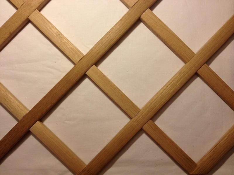 Фрагмент решетки из дубовых реек.