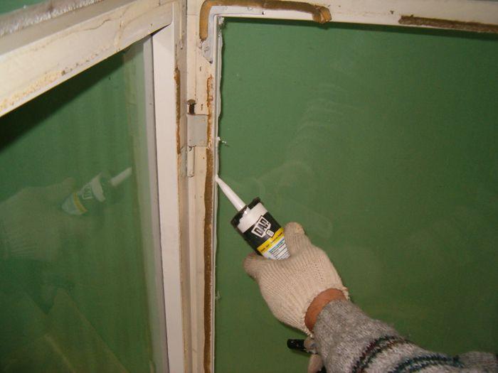 Герметик для деревянных окон позволяет быстро и качественно подготовиться к зиме.
