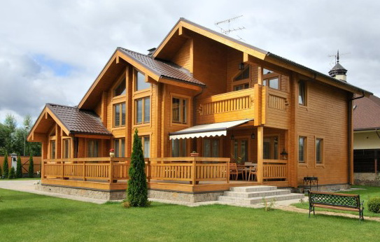 Готовый дом из профилированного дома имеет массу преимуществ над постройками из других древесных материалов