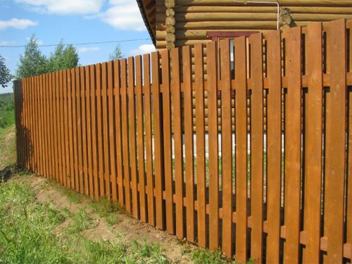 Готовый забор из дерева