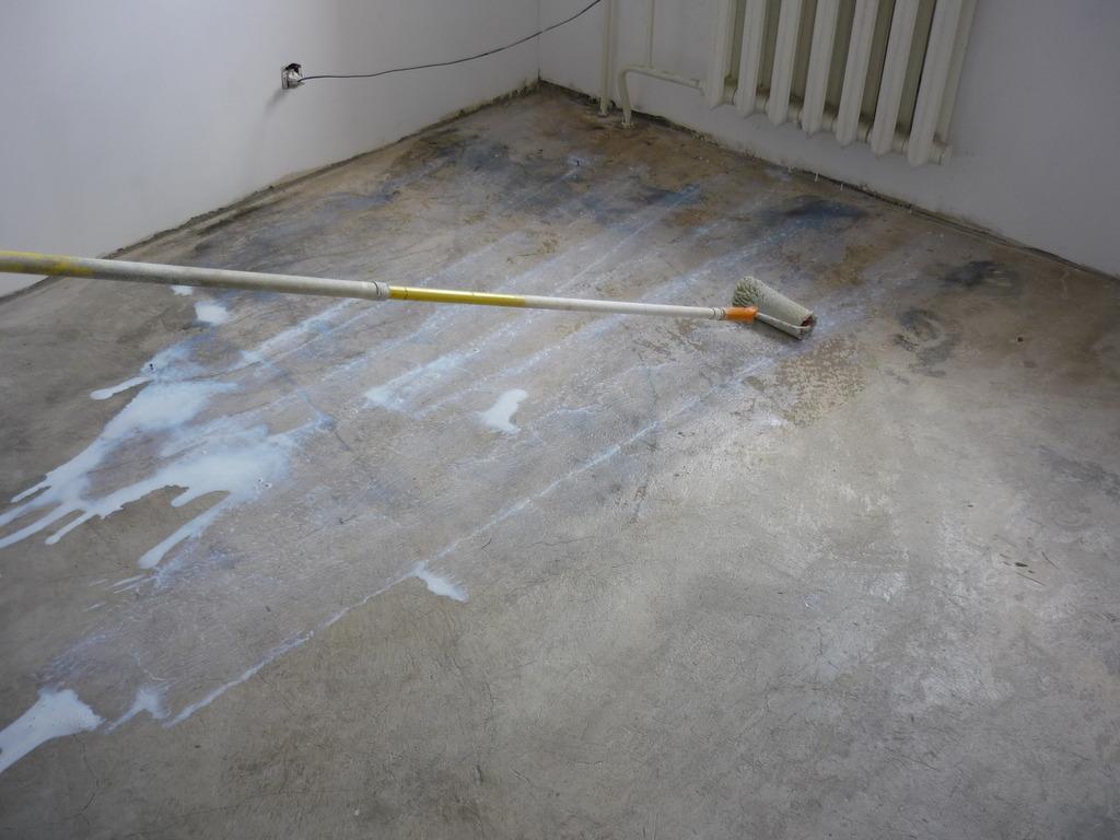 Грунтование бетонного пола