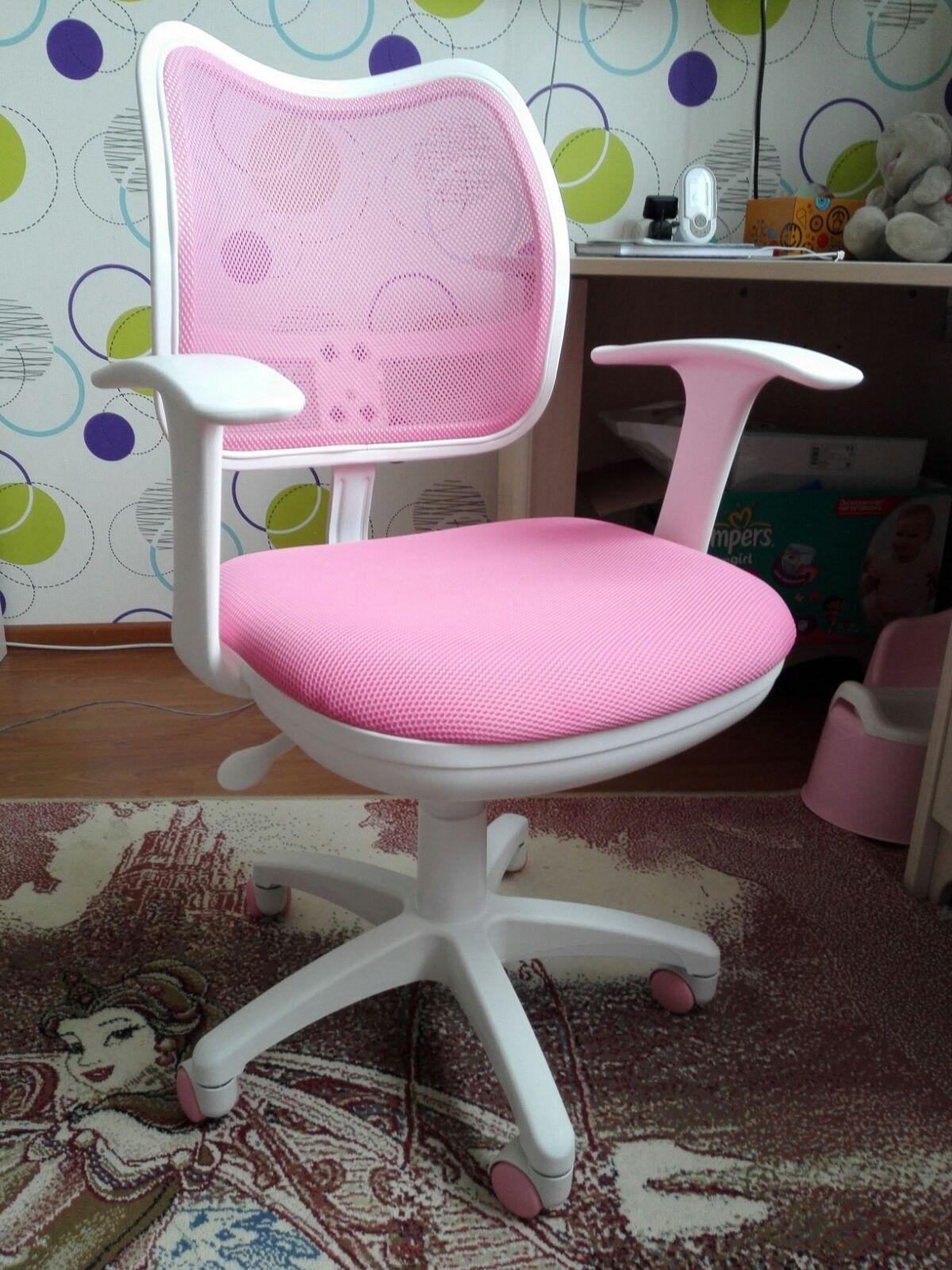 Выбрать правильное компьютерное кресло для ребенка значит обеспечить ему комфортные условия и помочь сформировать ровную осанку