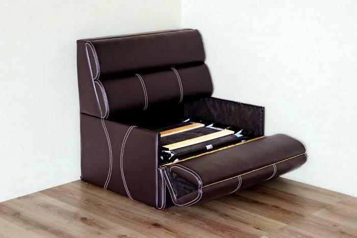 Кресло трансформер среднего размера – это оптимальный вариант для комнаты небольших размеров