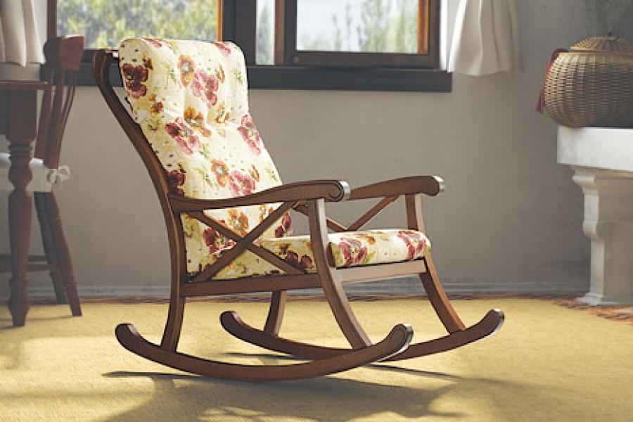 Кресло качалка среднего размера будет расслаблять после тяжелого рабочего дня