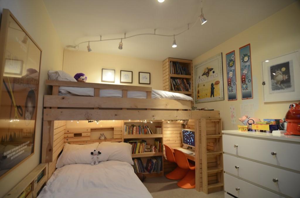 Вариант расположения и вариант кровати для двух детей в коммунальной квартире