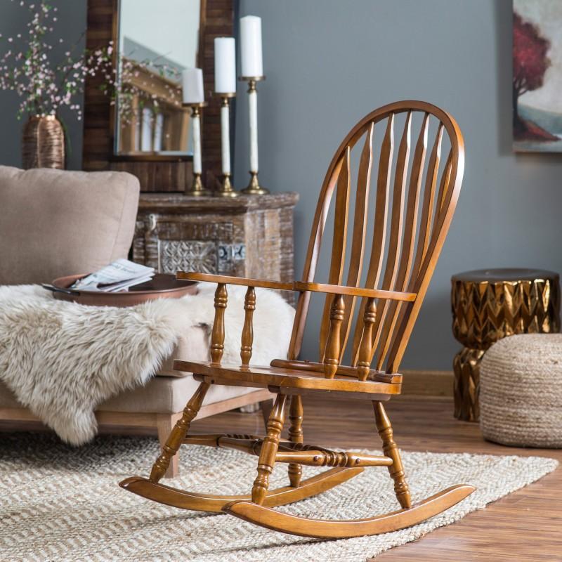 Кресло в таком стиле должно быть простой конструкции и желательно из чистого дерева