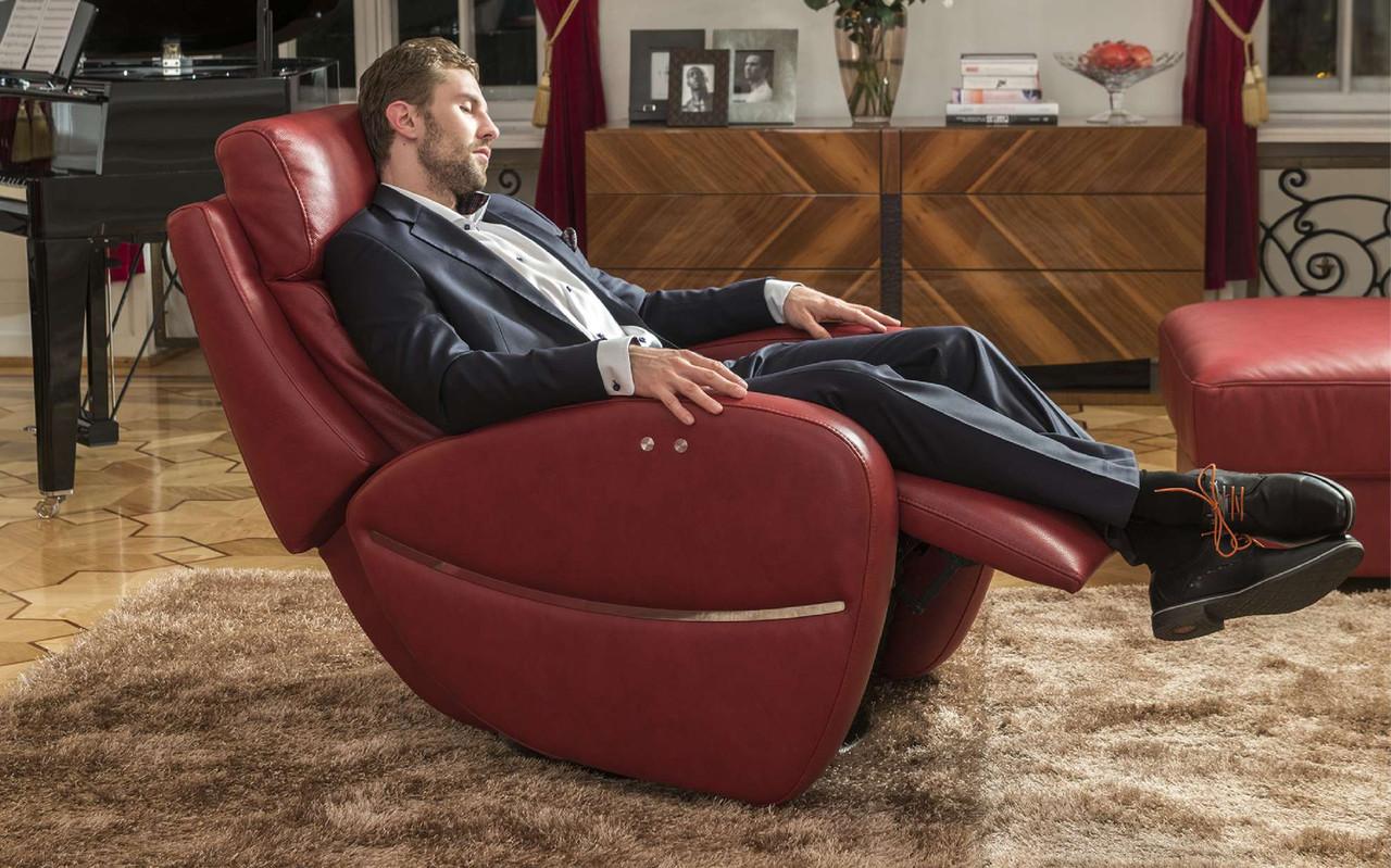 Размер кресла должен соответствовать параметра человека, который будет в нем сидеть