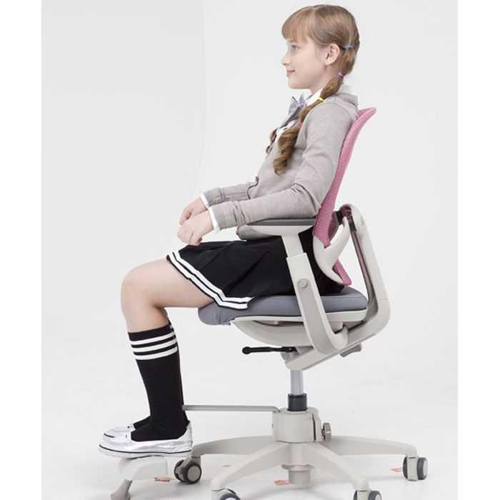 Для ребенка стоит выбирать такое компьютерное кресло, которое будет отвечать следующим требованиям: