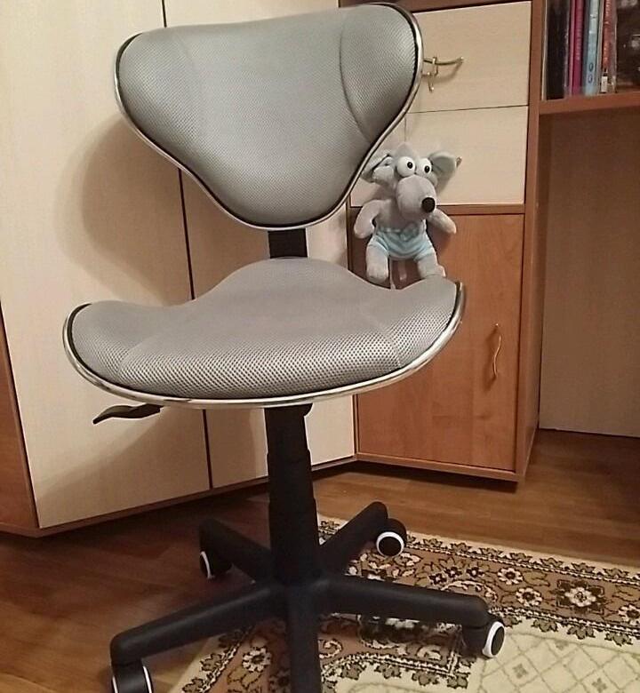 Детское компьютерное кресло прежде всего должно защищать ребенка от болезней позвоночника