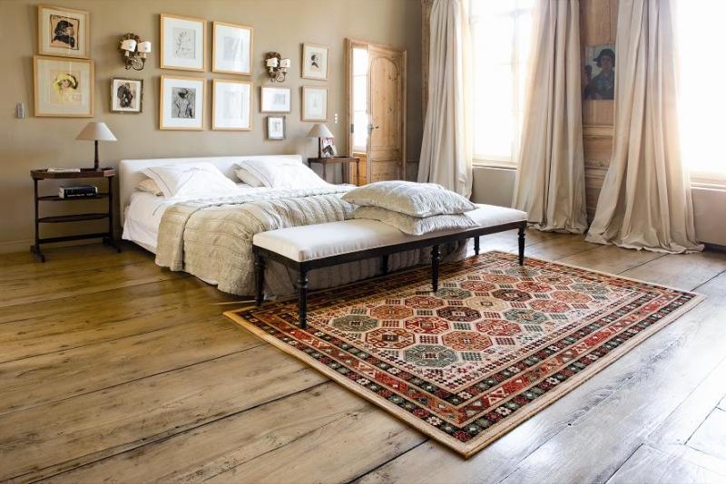 Выбор ковра напрямую зависит от размеров комнаты и ее формы