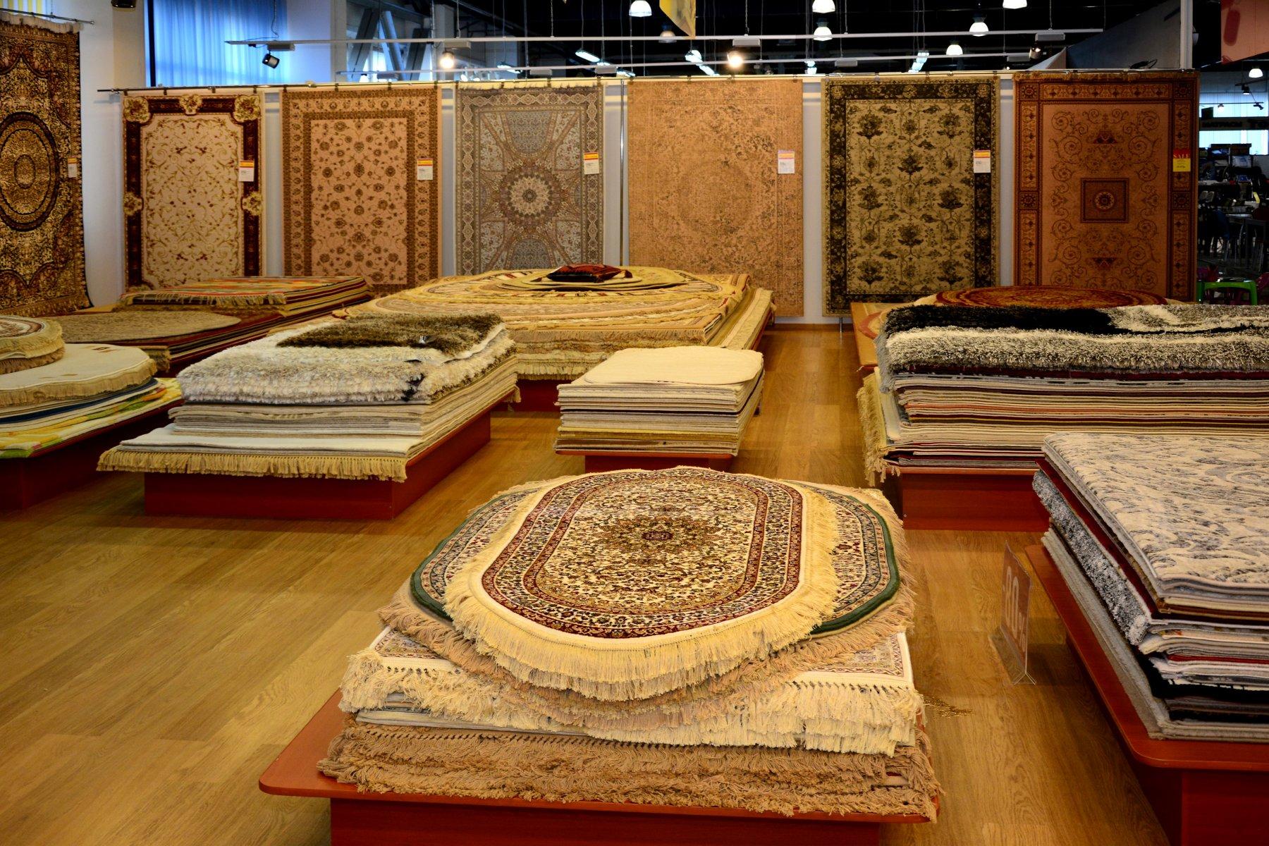 Производители напольных покрытий уже давно отошли от стандартных форм ковров