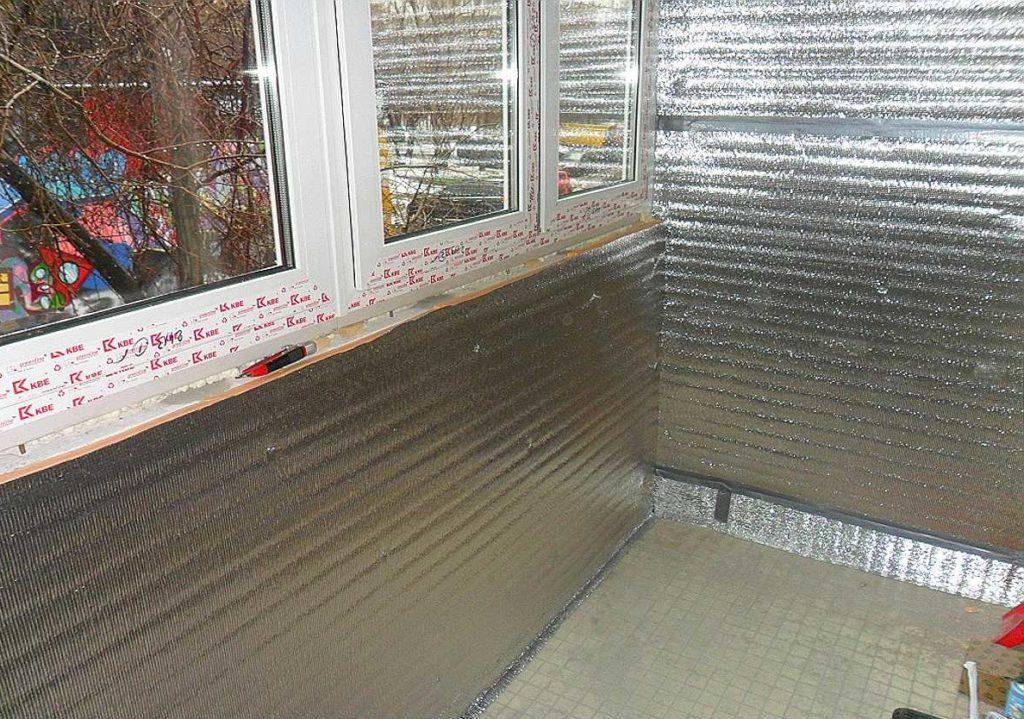 Утеплить балкон с помощью специальных утеплителей без слоя пароизоляции будет бессмысленным