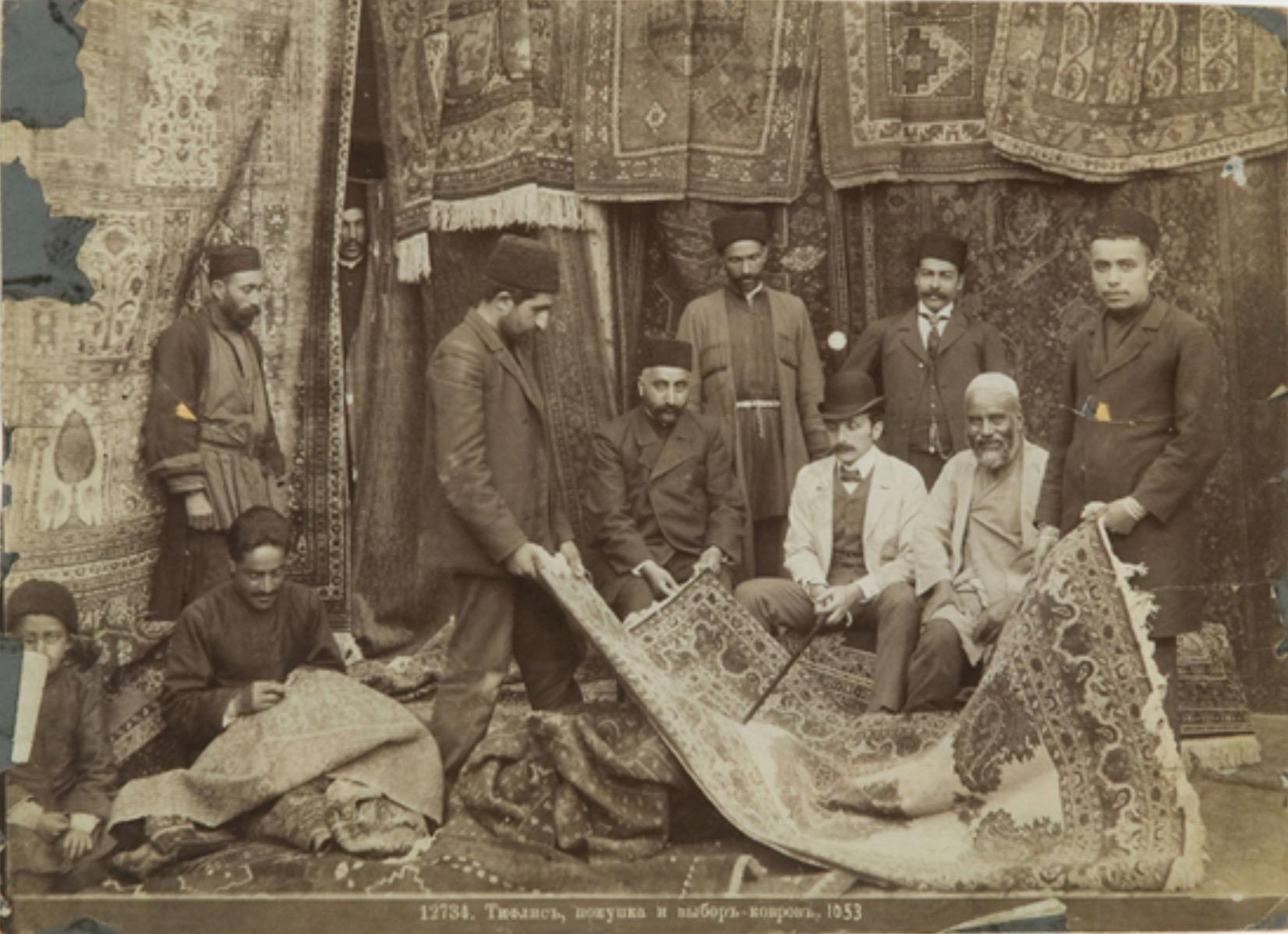 Существовали караван-сараи в Тбилиси, на которых продавали ковры приезжающие с различных мест люди от Константинополя до Афин