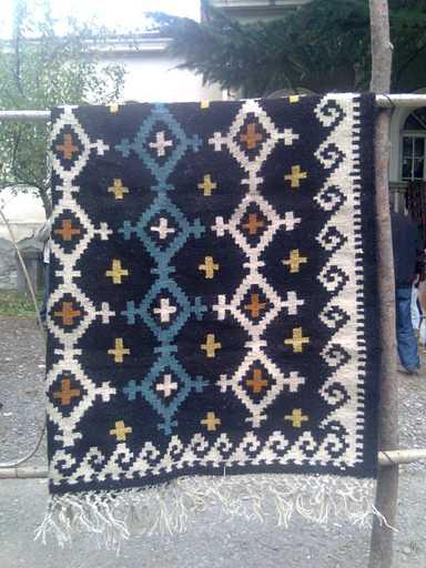 Существует и традиционный вид грузинских ковров, которые изготавливаются из шерсти коров войлочных пород