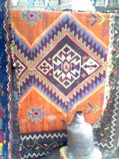 Рисунки в виде глаза, зубчика, креста, вороньей лапы или столбика - это грузинские ковры
