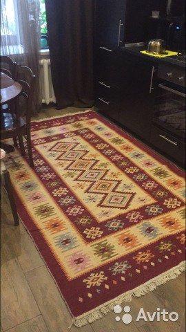 Грузинские ковры, изготовленные из шерсти мало похожи на персидские ковры, но они прекрасно впишутся в интерьер гостиной
