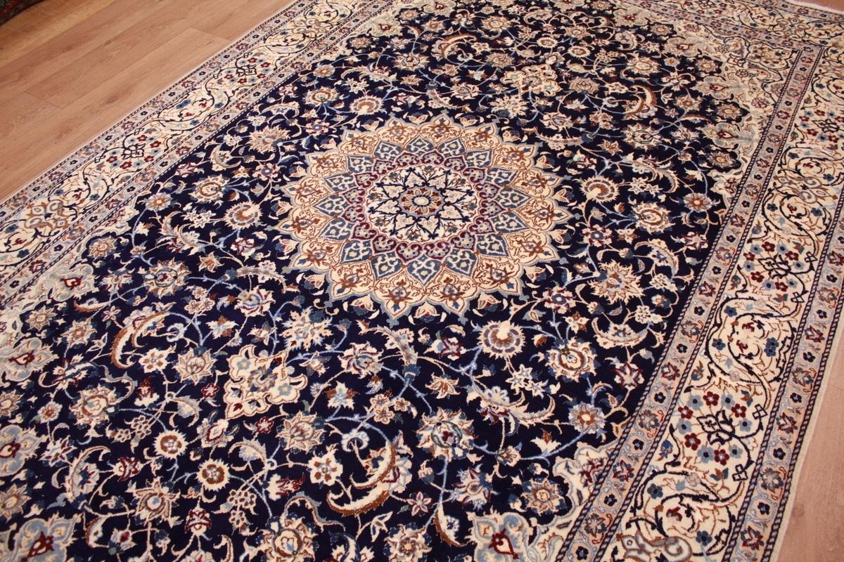 В персидском ковре как и в грузинском можно увидеть тысячелетия культуры благодаря красочным орнаментам