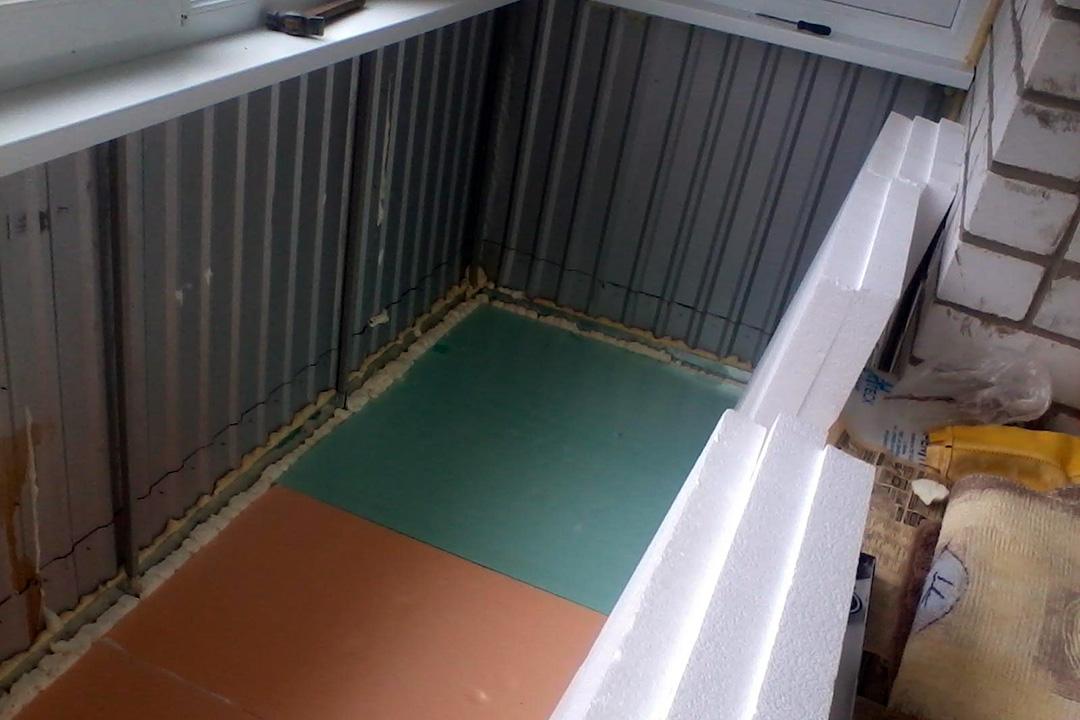 Пенопласт не только бюджетный вариант утеплителя, но материал, который защитит балкон от появления грибка и плесени