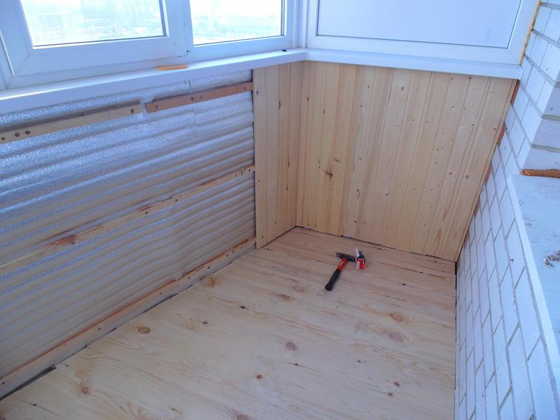Облицовка стен, потолка и пола может быть из любого материала, балкон полностью утеплен