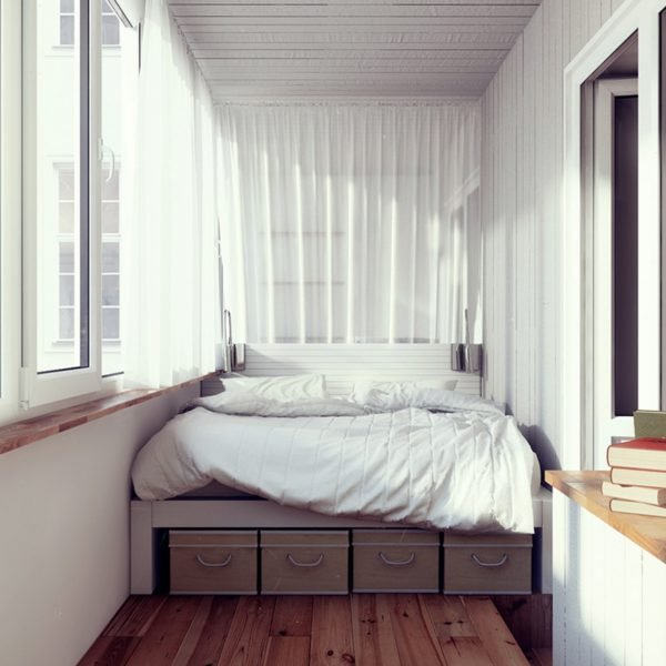 Спальное место на балконе? Вполне возможно при определённых условиях.