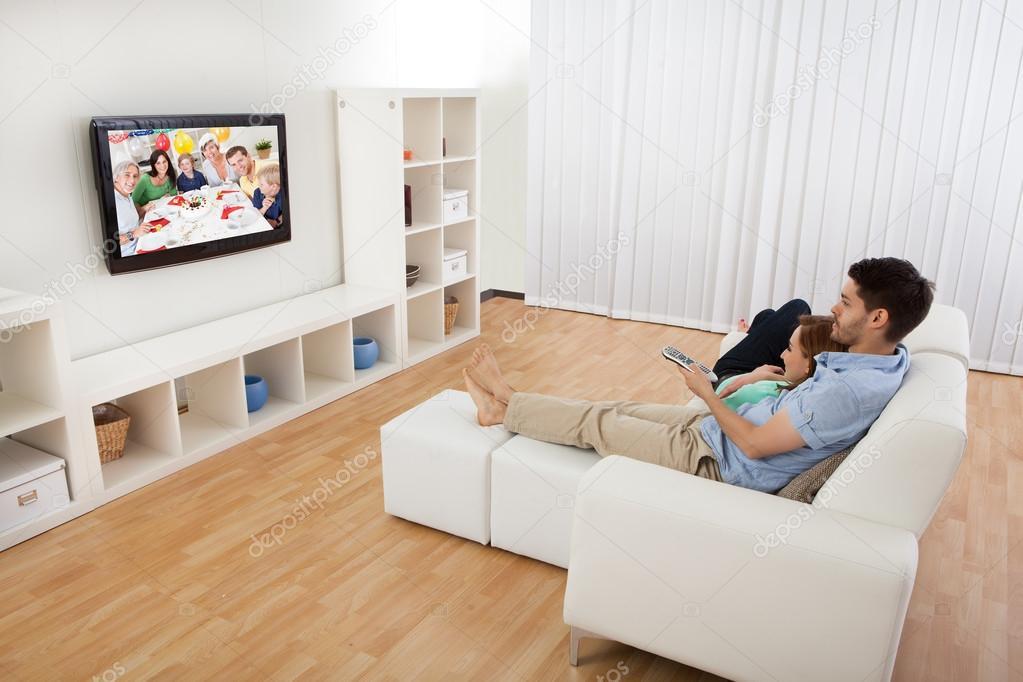 Не используйте большие шкафы или другую мебель чтобы специально в них установить телевизор, его можно закрепить на кронштейн, это экономит место