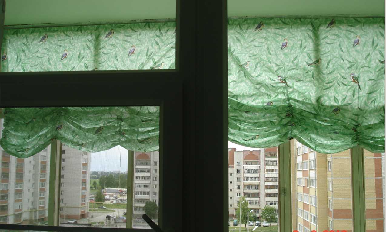 Для оформления пространства на окнах чаще всего прибегают простоте к и удобству