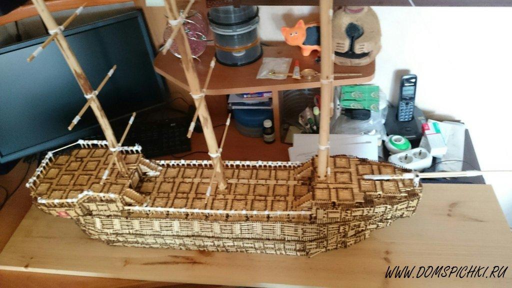 Корабль из спичек украсит детскую комнату для мальчика