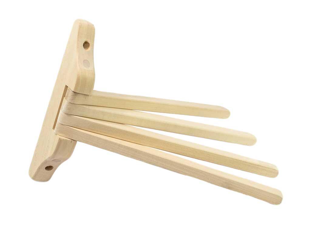 Деревянная вешалка без крючков с рейками