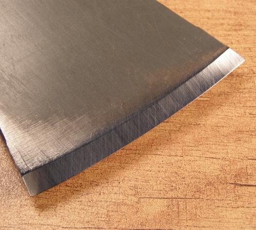 Заточенная часть топора называется фаской. Угол заточки должен быть примерно 35 градусов