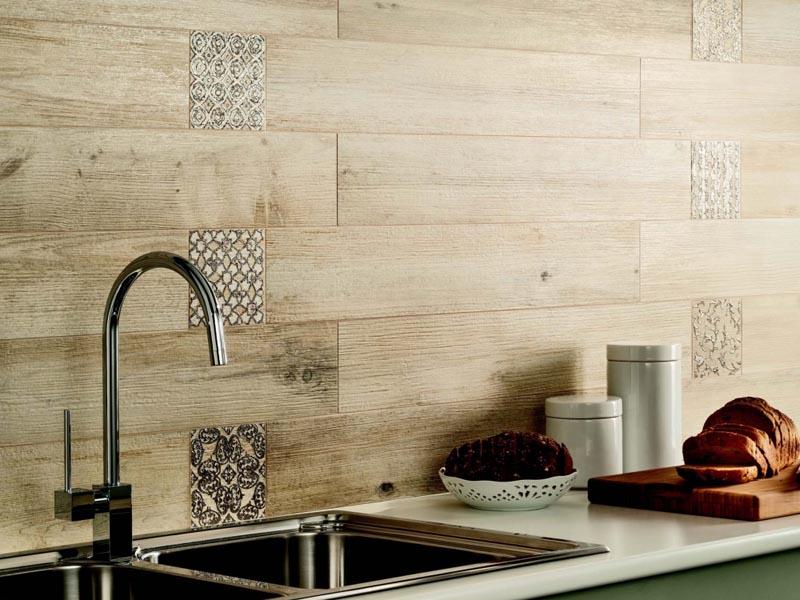 Имитация натуральной доски в интерьере кухни.