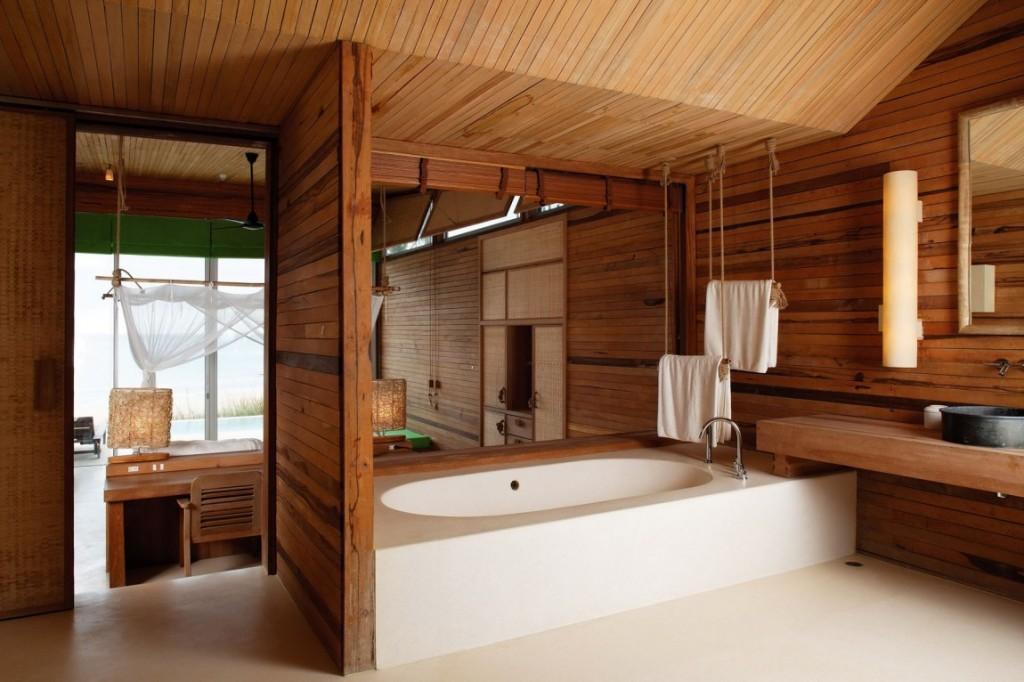 Интерьер помещения ванной комнаты.