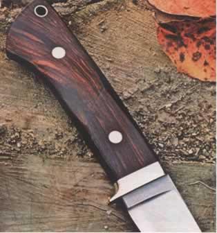 Интересная фактура древесины станет украшением изделия