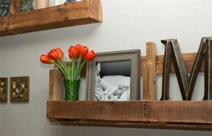 Из доски можно сконструировать полезные предметы для украшения дома.