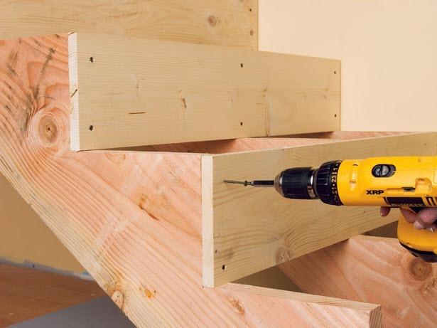 Изготовить деревянную лестницу можно самостоятельно.