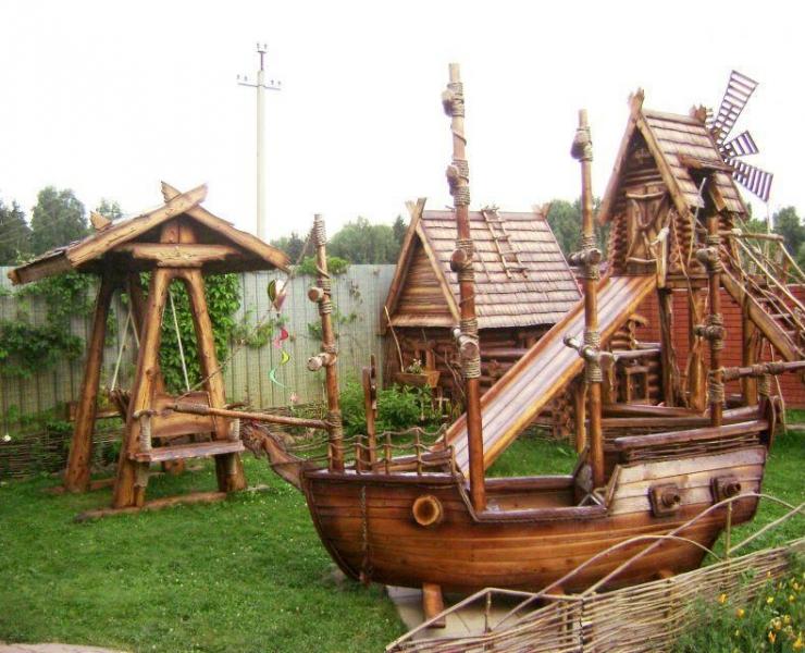 Изысканный декор для сада из дерева превратит вашу дачу в сказочный город.