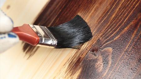 Как покрасить дверь под дерево своими руками с эффектом старины