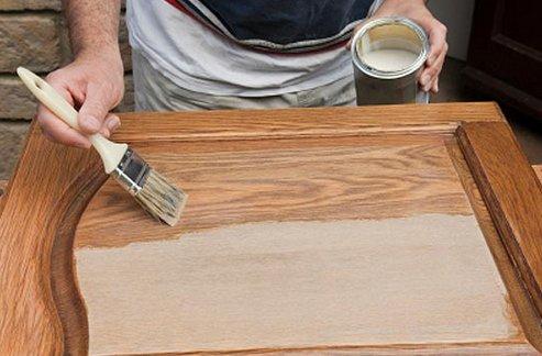 Как покрасить старые деревянные двери кистью самостоятельно