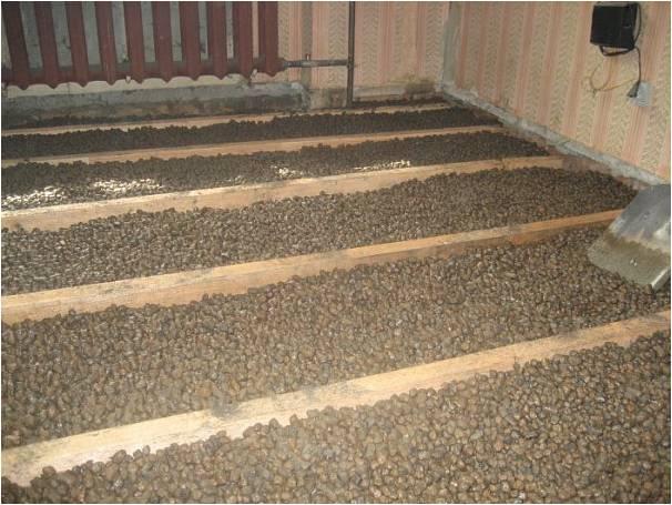 Как утеплить пол керамзитом в деревянном доме между лагами