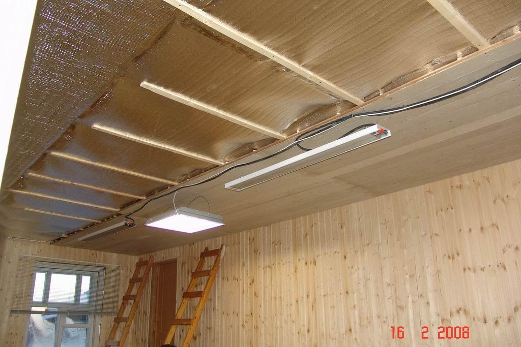Каркасный метод предполагает утепление деревянной дачи пенофолом или другим подходящим теплоизоляционным материалом