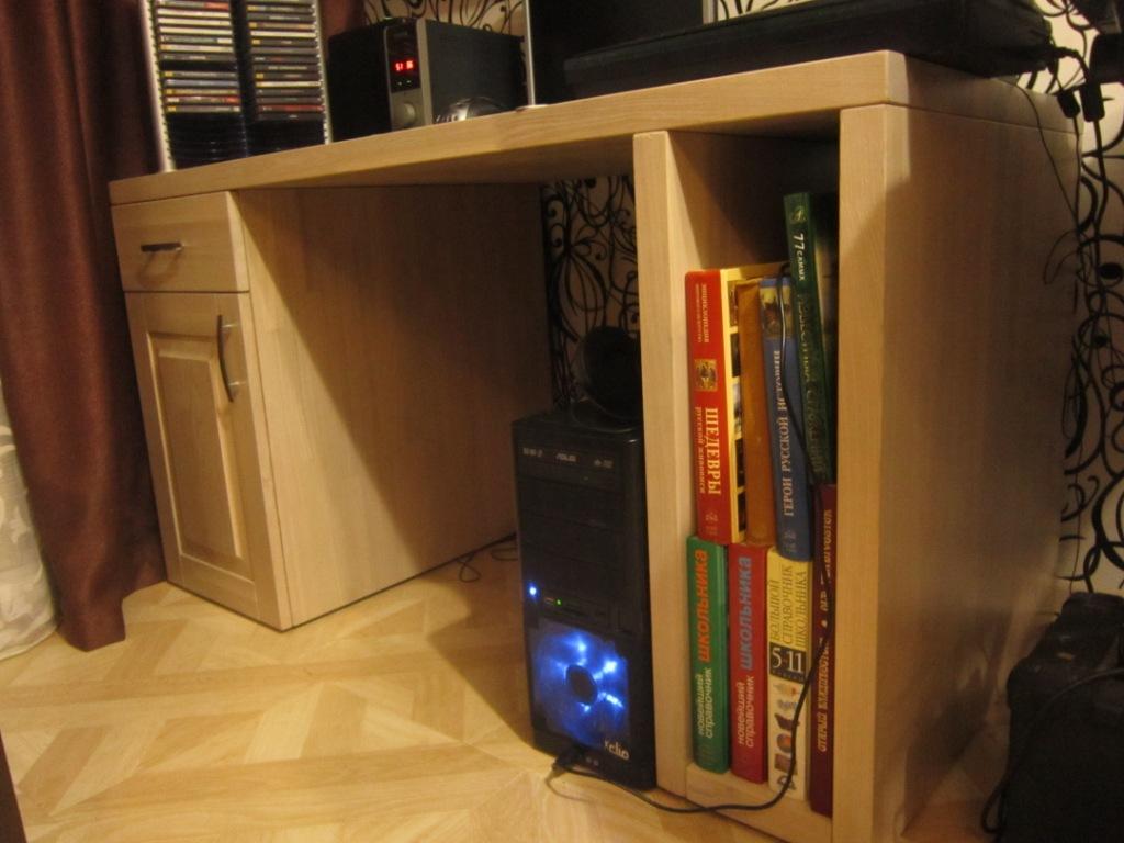 Компьютерные столы из массива дерева – сочетание прочности и долговечности