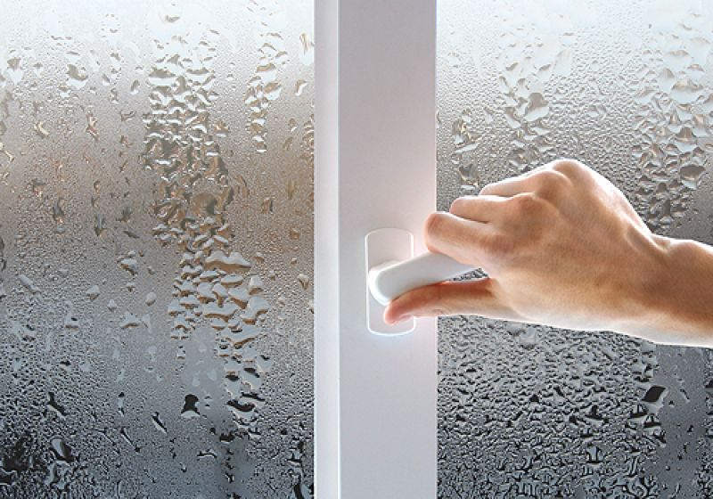 Конденсат на окнах свидетельствует о повышенной влажности в помещении