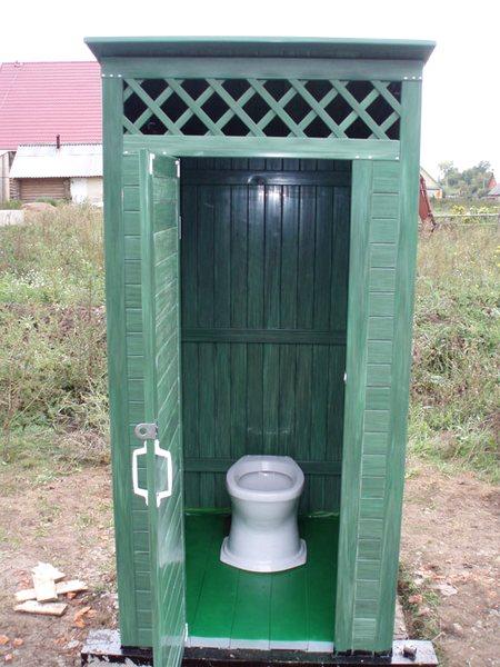 Конструктив деревянного туалета с унитазом