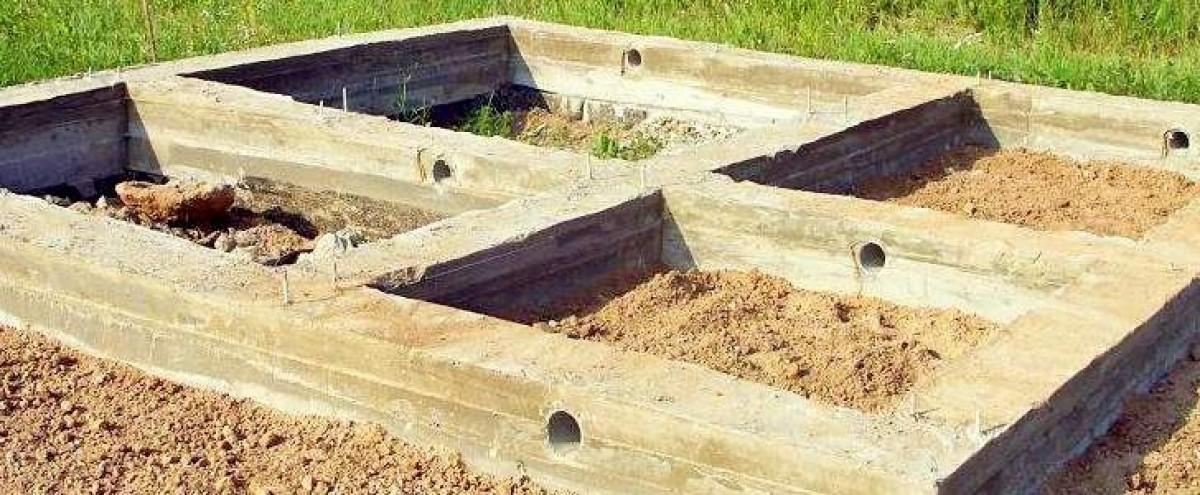 Конструкция должна возвышаться над уровнем почвы на 20-25 см