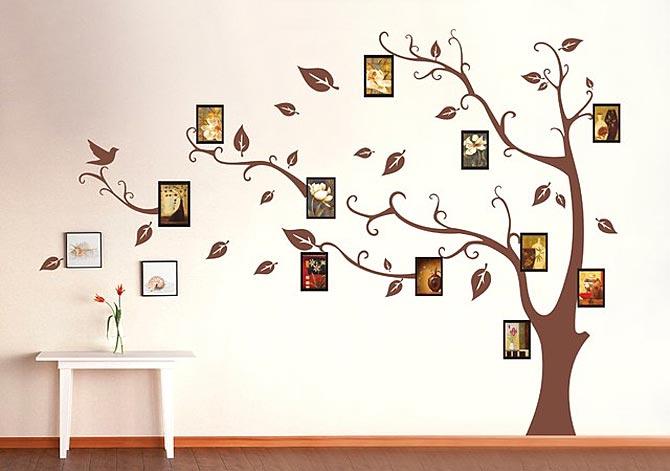 Контрастный одноцветный рисунок нанесен на стену акриловой краской.