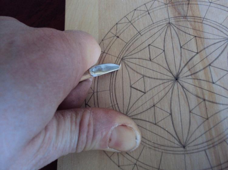 Круговой орнамент можно превратить в сложный центральный элемент, но только в том случае, если вы мастерски владеете базовыми элементами