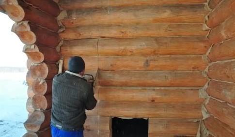 Кто-то готовит полноценный дверной проем только после того, как строение полностью возведено (на фото)