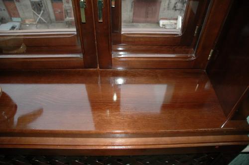 Лакировка подчеркивает красоту текстуры древесины и защищает ее от преждевременного старения.