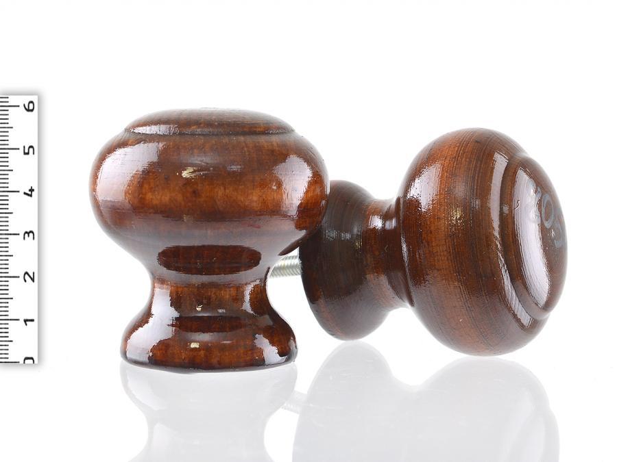Лакировка позволяет сохранить и подчеркнуть естественную красоту материала