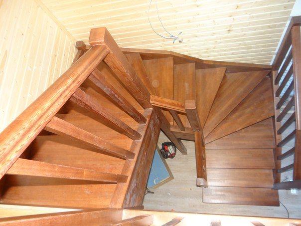 Маршевые деревянные лестницы - П-образные и поворотные - могут выполняться с площадкой или забежными ступенями.
